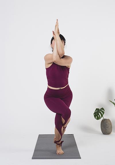 Yoga: Garudasana o postura del águila